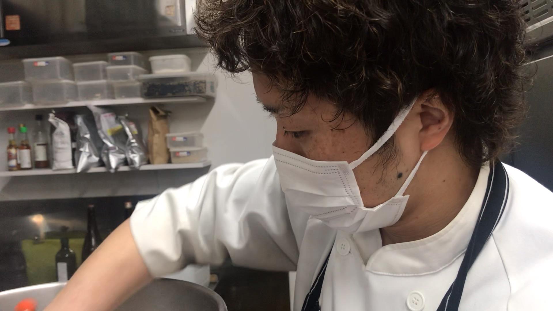 パンを作るSolSol片山店長